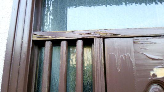 劣化した木製玄関ドア