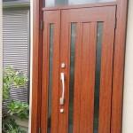 玄関リフォームドア交換_木製ドアに迫る木質感